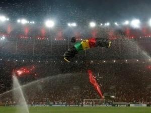 Paraquedista invade Maracanã na final da Copa Sul-Americana