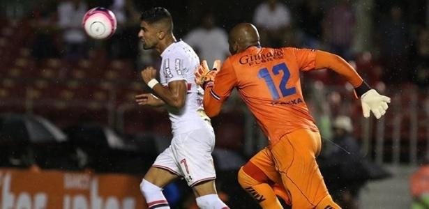 Falha de Paes origina gol do São Paulo em jogo do Campeonato Paulista