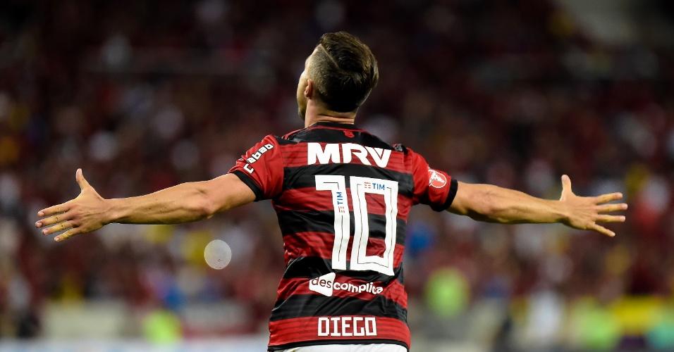 Diego comemora gol marcado pelo Flamengo contra o Vitória pelo Brasileirão