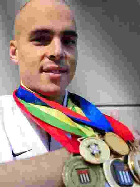 Júlio César, goleiro do Corinthians, exibe suas medalhas - Junior Lago