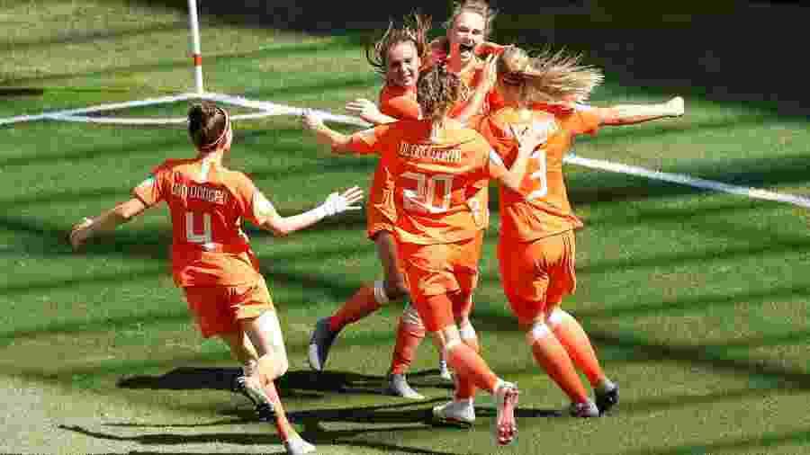 Holanda comemora vitória contra a Itália na Copa do Mundo feminina - BERNADETT SZABO/REUTERS