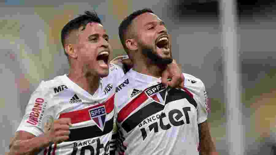 Reinaldo comemora gol da vitória do São Paulo sobre o Fluminense - Thiago Ribeiro/AGIF