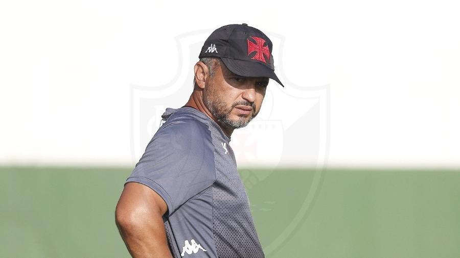 Auxiliar Alexandre Grasseli não fica na comissão de Luxa; gerente da base do Vasco quer aproveitá-lo - Rafael Ribeiro / Vasco