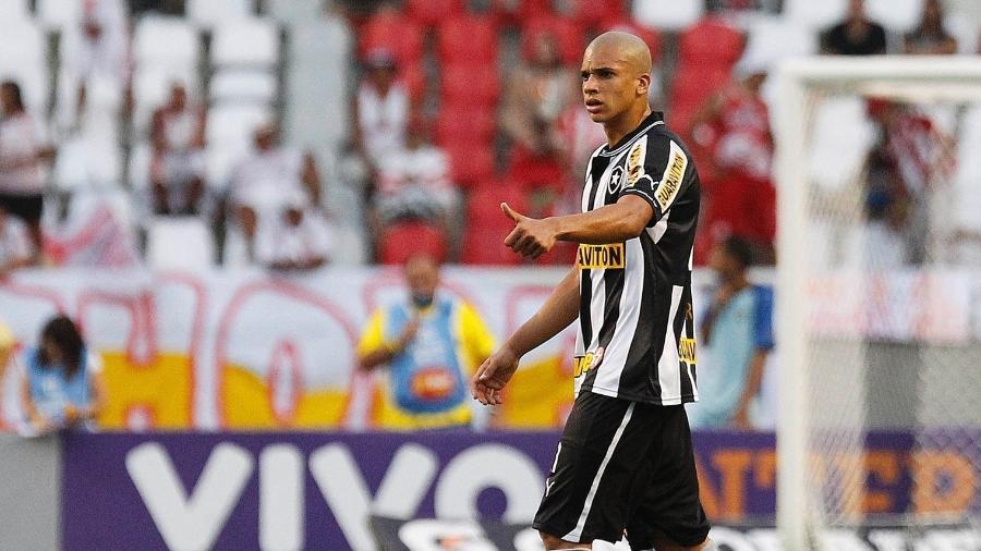 Dória brilhou no Botafogo e atualmente joga pelo Santos Laguna, do México - Wagner Meier/AGIF