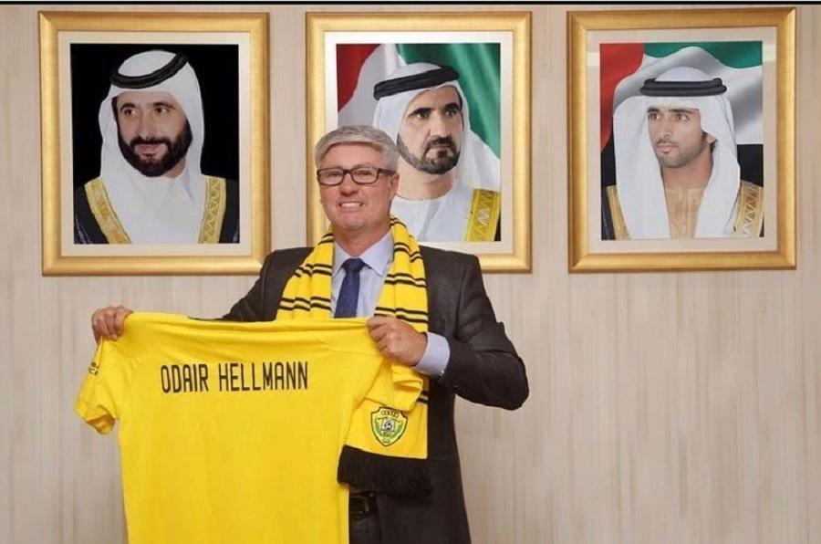 Odair Hellmann é apresentado pelo Al-Wasl