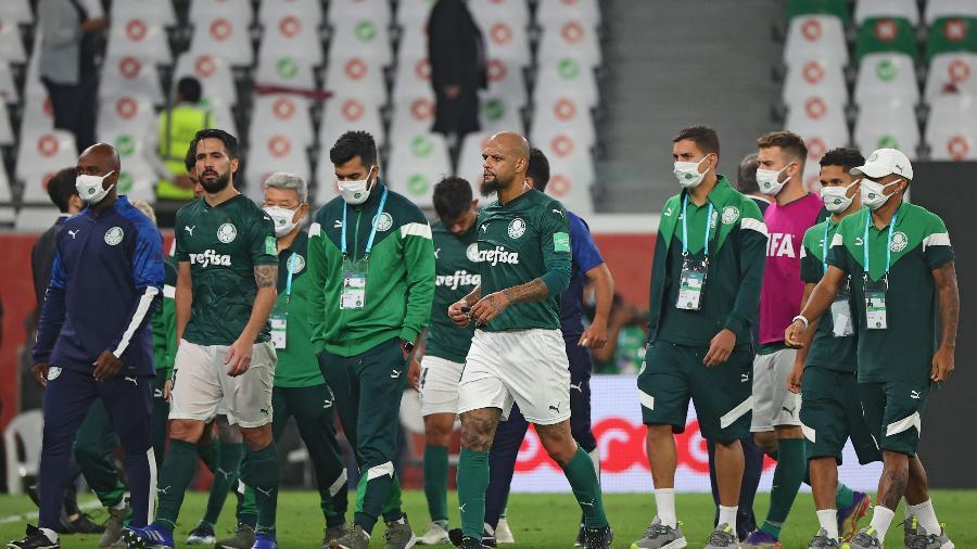 Jogadores do Palmeiras deixam o gramado após derrota para o Tigres no Mundial de Clubes - Karim JAAFAR / AFP