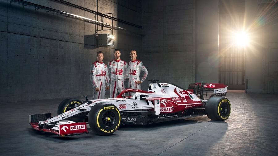 Raikkonen, Giovinazzi e o piloto de testes Kubica com o novo carro da Alfa Romeo - Divulgação/Alfa Romeo
