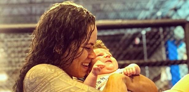 Volta ao octógono hoje | Amanda Nunes faz primeira luta após ter virado mãe: 'Vou treinar mais feliz'