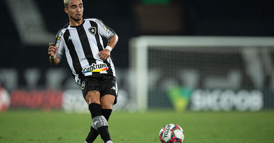 Lateral direito Rafael estreou no Botafogo na vitória sobre o Sampaio Corrêa por 2 a 0, pela 26ª rodada do Brasileirão