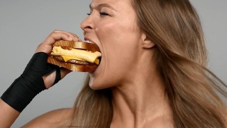 Ronda Rousey estrela campanha publicitária nos Estados Unidos