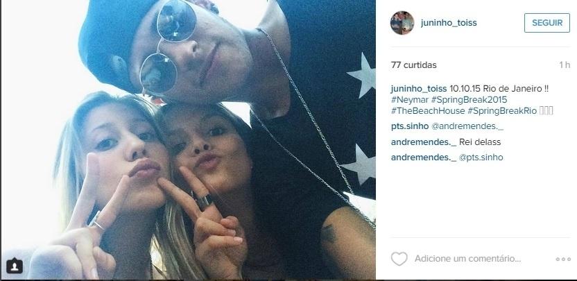Neymar ao lado de fãs no Rio de Janeiro
