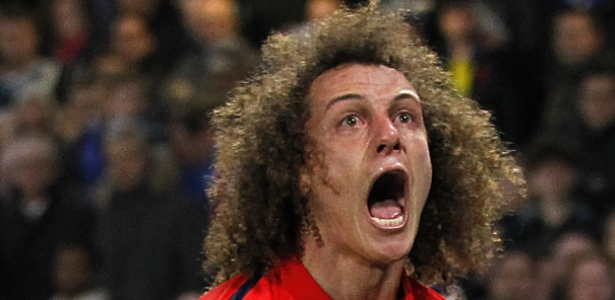Comportamento de David Luiz dentro de campo teria incomodado o técnico - IAN KINGTON / AFP