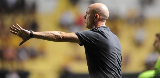Antonio Carlos Zago não viu o empate como bom resultado neste sábado