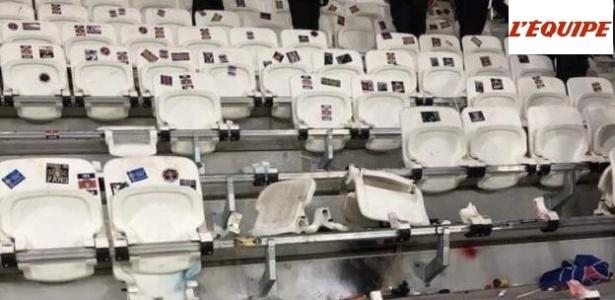 Arquibancada quebrada no estádio Parc OL, do Lyon, na França, após a final da Copa da Liga Francesa contra o PSG: time de Paris terá de pagar prejuízos