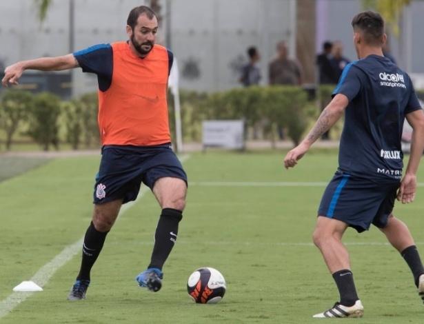 Danilo participou de treinamento do Corinthians