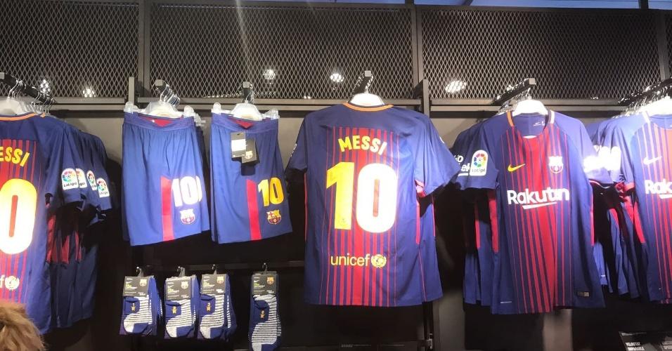 Loja oficial do Barcelona não apresenta mais qualquer uniforme com nome Neymar