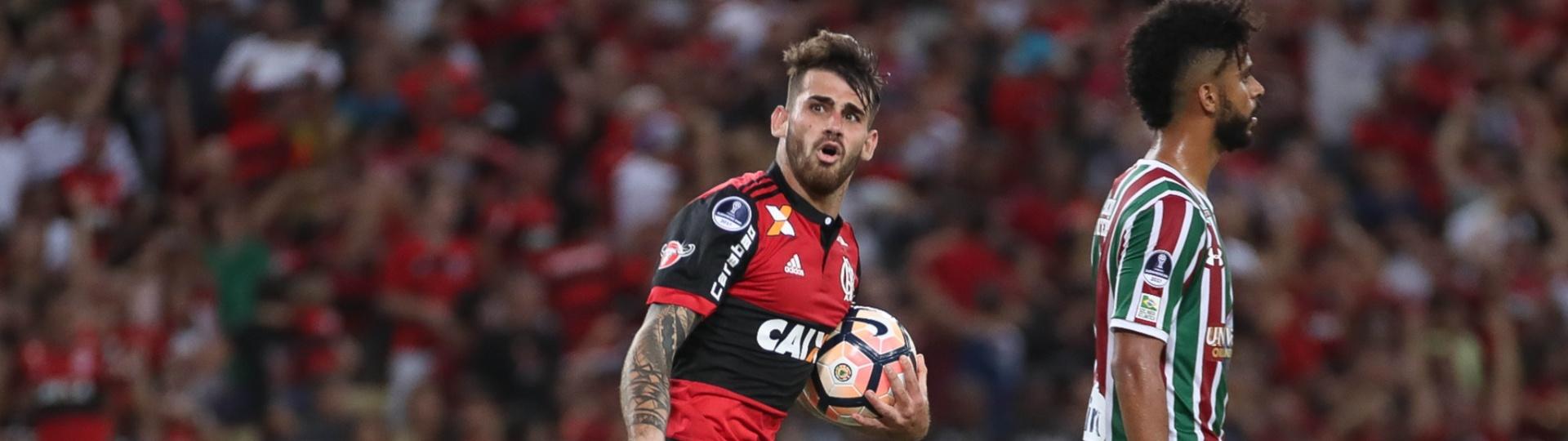 Felipe Vizeu comemora gol do Flamengo sobre o Fluminense