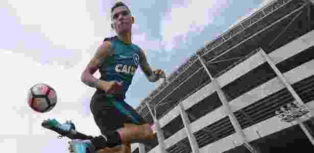 Botafogo define perfil e faz apostas em atacantes de velocidade - 10 ... 355e7fb2d6442