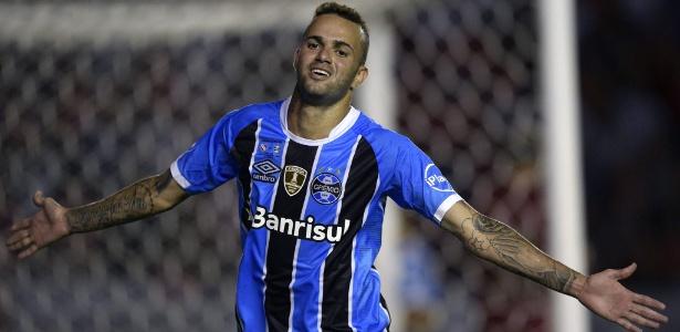 O atacante Luan comemora gol na final da Recopa entre Independiente e Grêmio - AFP