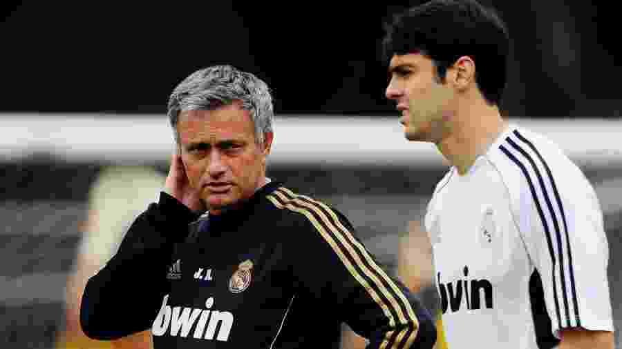 José Mourinho e Kaká conversam na época que o jogador e o técnico defendiam o Real Madrid - Kevork Djansezian/Getty Images