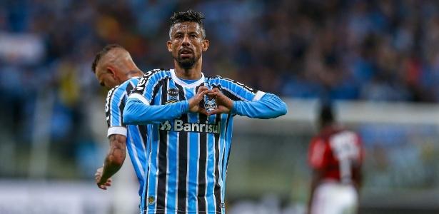 Léo Moura espera permanecer no Grêmio, mas deixa renovação para diretoria - Lucas Uebel/Grêmio