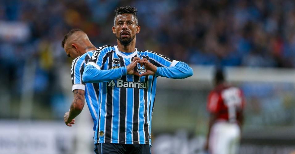 Leo Moura faz gesto de coração em jogo entre Grêmio e Flamengo