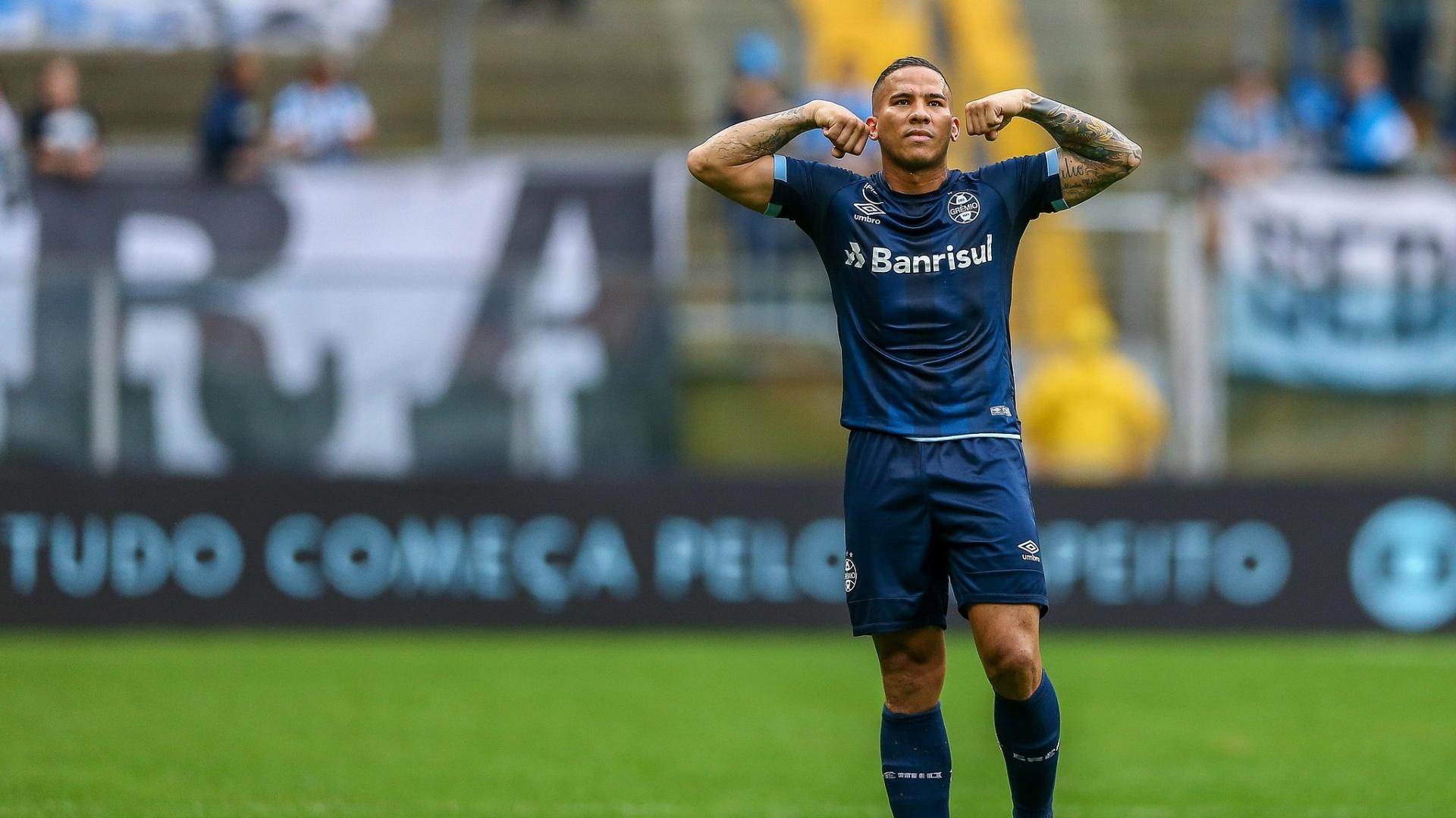Jael celebra gol do Grêmio contra o Botafogo em duelo pelo Brasileirão