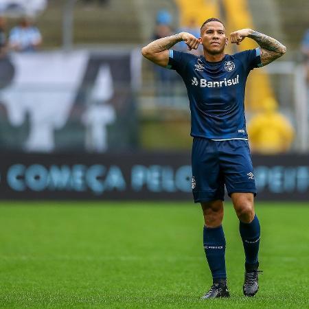 Jael celebra gol do Grêmio contra o Botafogo em duelo pelo Brasileirão - LUCAS UEBEL/GREMIO FBPA