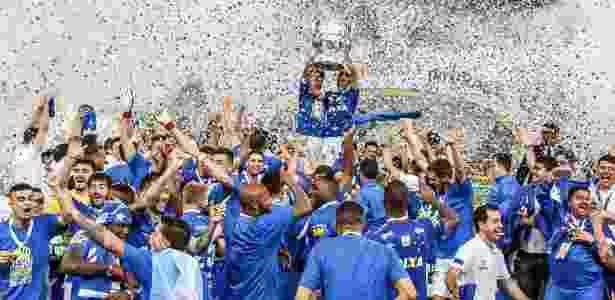Jogadores do Cruzeiro festejam a conquista do sexto título do clube na Copa do Brasil - Marcello Zambrana/AGIF