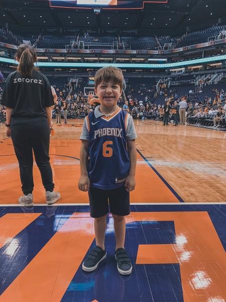Ninguém compareceu ao aniversário de Teddy Mazzini, que ganhou ingressos para jogos de basquete e futebol - @Suns/Twitter