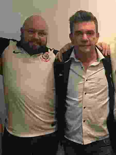 Rogério Lemes (e) foi convidado por Andrés Sanchez (d) para ir a camarote da Arena - Divulgação/Corinthians