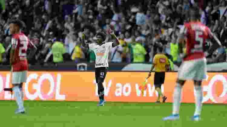 Jovem Talles Magno, do Vasco, comemora gol sobre o São Paulo pelo Campeonato Brasileiro - Thiago Ribeiro/AGIF