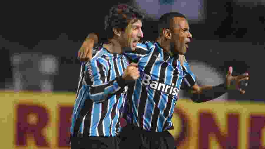 Grêmio de 2008, com Paulo Sérgio e Tcheco, chegou a abrir 11 pontos de vantagem no fim do turno - Divulgação/Grêmio FBPA