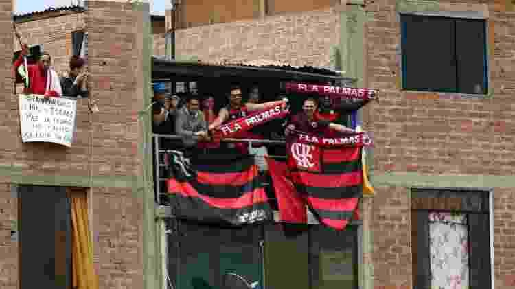 Torcedores do Flamengo subiram até em casa de Lima para assistir ao treino do River Plate - Xinhua/Mariana Bazo