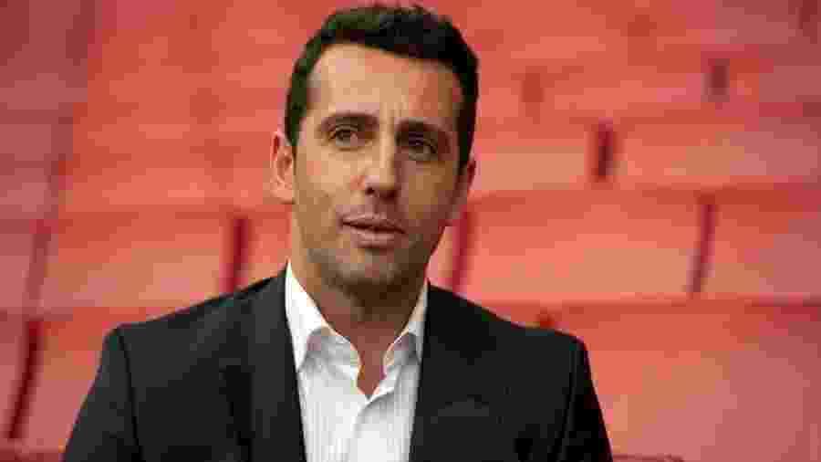 Em julho, ex-coordenador da seleção brasileira completa um ano a serviço do Arsenal, da Inglaterra - Divulgação