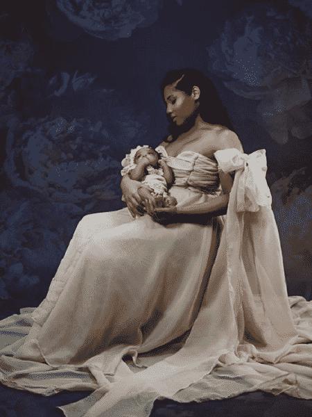 Olympia, filha de Usain Bolt, no colo da mãe, Kasi J. Bennett - Reprodução/Instagram