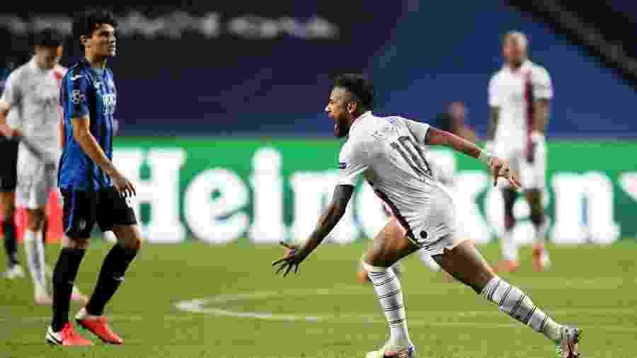 Neymar comemora classificação do PSG às quartas de final da Liga dos Campeões - David Ramos/Getty Images
