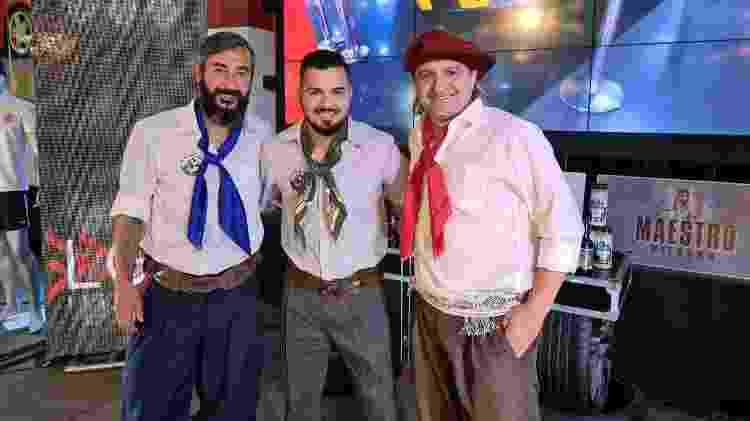 """Douglas posa com Joel Carlo e Sandro Sotilli durante live """"Churrasco e Modão"""" - Divulgação/LGA Assessoria - Divulgação/LGA Assessoria"""