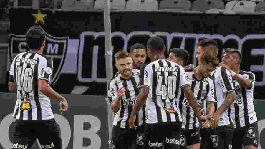 Jogadores do Atlético-MG comemoram gol sobre o Botafogo em jogo do Brasileirão 2020 - Alessandra Torres/AGIF
