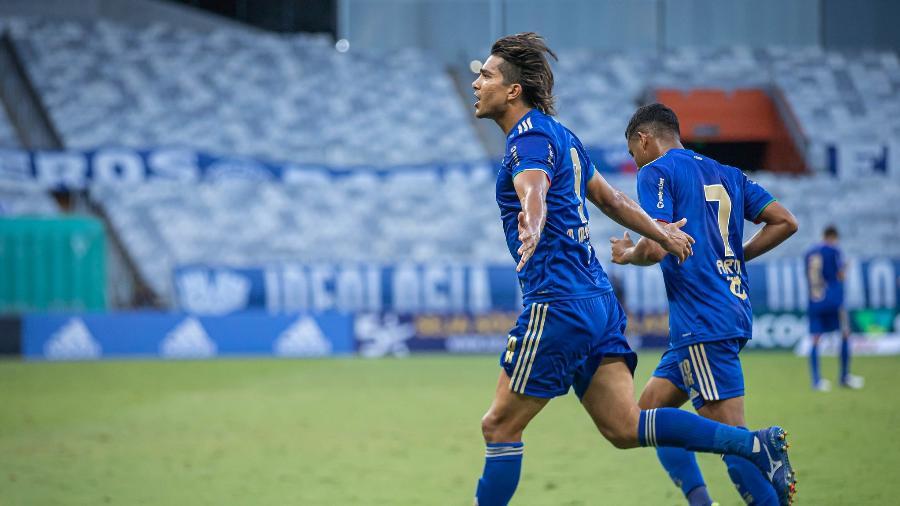 Marcelo Moreno usa sua experiência e rodagem no futebol para ajudar os jovens jogadores celestes - Igor Sales/Cruzeiro