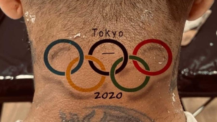 Dani Alves faz tatuagem de ouro olímpico - Reprodução/Instagram