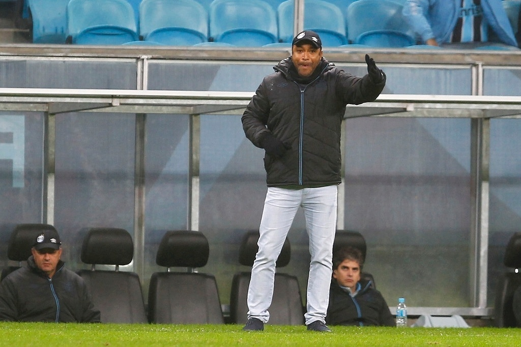 Roger comanda a equipe do Grêmio na partida contra o Criciúma, na Copa do Brasil