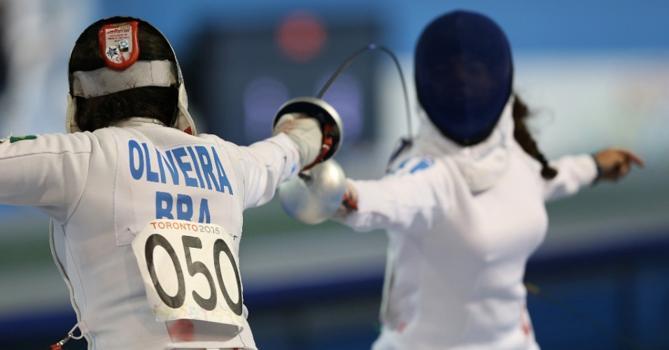 Priscila Oliveira compete na prova de esgrima do pentatlo moderno