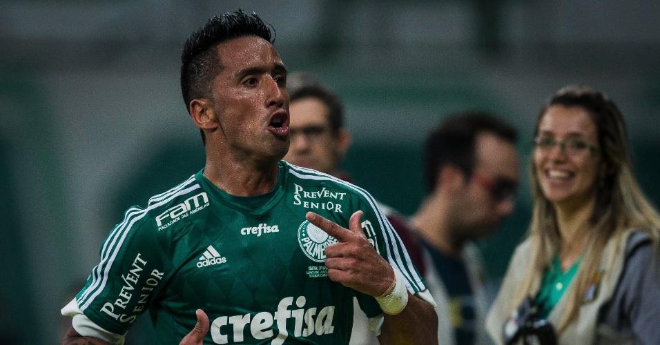 Lucas Barrios foi o autor dos dois gols do Palmeiras contra o Fluminense pela Copa do Brasil