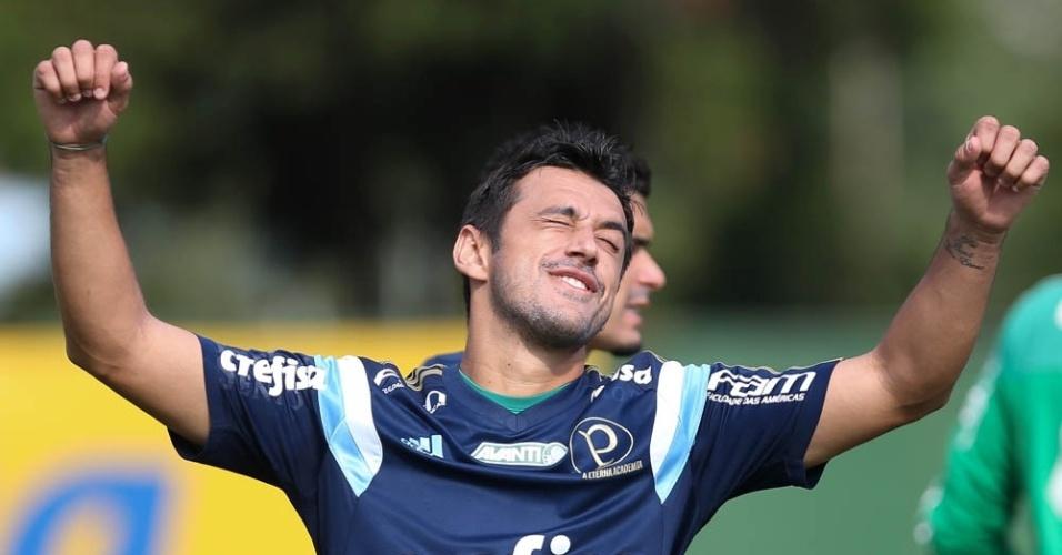Robinho em ação em treino do Palmeiras na Academia de Futebol