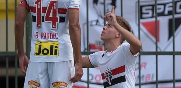 Lucas Fernandes em ação no Couto Pereira nesta quarta-feira