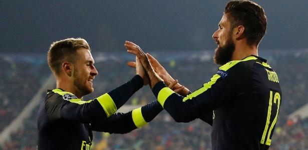 Ramsey e Giroud comemoram virada do Arsenal sobre o Ludogorets