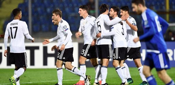 Lá vem eles de novo... Alemanha faz 8 a 0 e mantém 100% nas Eliminatórias -  11 11 2016 - UOL Esporte a7aafb6ecb24a
