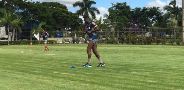 Willians está fora dos planos do Cruzeiro e treina em separado na Toca da Raposa