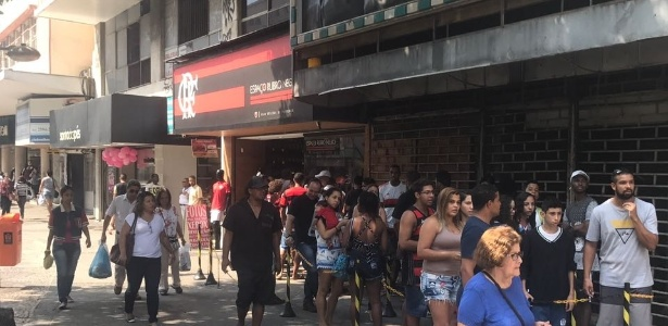 Rubro-negros enchem filial de loja oficial no Méier